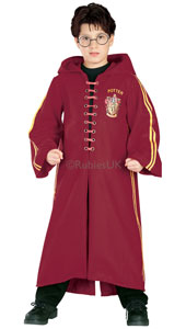 Dress up as Gryffindor's star Seeker, Harry Potter! Climb onto your broomstick and hang on tight! This hooded robe that proudly bears the number 7 will soon have you feeling like you're soaring high and low over the Quidditch pitch. Deluxe Harry Pott