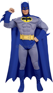 This blue and grey variant of the Batman look appeared in many of DC Comics' favourite story lines. Our Deluxe homage features fab detail such as the generous blades on his forearms, the scalloped cape or the 3D utility belt.